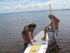 Ensinando sitio de stand up paddle / paddle surf en Brasil