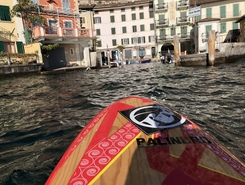 Limone spot de stand up paddle en Italie
